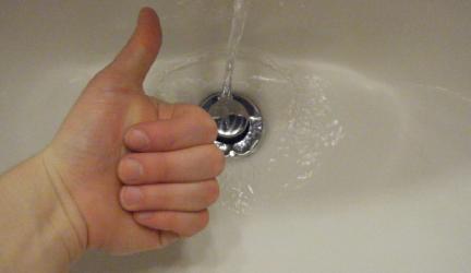 Elle met du vinaigre et du bicarbonate de soude dans son évier… 0 (0)