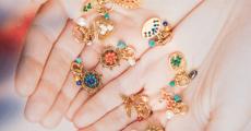 2 bijoux amulette Camille Enrico à remporter